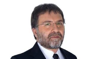 AHMET HAKAN'A EV�N�N �N�NDE SALDIRI