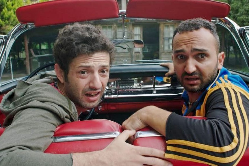Ürkan ve Altan adın da ki iki sıkı arkadaş filmin ilk serisin de olduğu gibi bu serisinde de aksiyon dolu sahnelere devam edecek. İŞTE AYRINTILAR