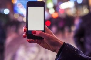VÜCUDUNUZ HEPSÝNÝ EMÝYOR! AKILLI TELEFONLARDA GÝZLÝ TEHLÝKE