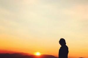 EKREM DÜZGÜNOÐLU'NDAN DEPREMZEDELERE KLÝPLÝ DESTEK