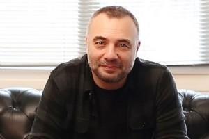 OKTAY KAYNARCA'DAN SANATÇILAR ÜZERÝNE SERT ÝFADELER